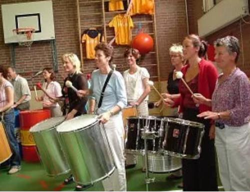 Sambadag på skolen med show og fællesspisning